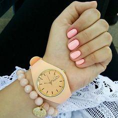 Na brzoskwiniowo! 🍑 Mój ukochany ma gust 😊💕💞 Prześliczna biżu z @indigonails 🌹 #indigonails #indigo #indigonailslab #zegarek #watch #candywatch #jellywatch #bransoletka #bracelet #bizuteria #jewelry #jewellery #bizu #dodatki #accessories #akcesoria #blog #blogerka #blogger #paznokcie #nails #hybryda #hyhrydowe #nailart #nailswag #nailstagram #manicure #peach #brzoskwinia