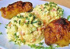 Tento vynikající salát připravovala v pořadu VIP prostřeno Lenka Holas Kořínková. Doporučuji k vyzkoušení, je to skvělá odlehčená verze klasického bramborového salátu.