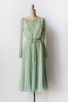 vintage 1970s pale mint accordion pleat dress