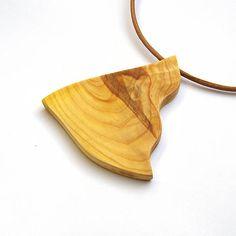 wlkr / Drevené náhrdelníky/Navliekané / Drevený náhrdelník - tujový kúsok