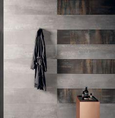 Un angolo ricercato nel #bagno degli ospiti #abkemozioni con #rivestimento Interno 9. Listoni colore Silver e decoro Raku con effetti metallizzati preziosi. #ceramic #tiles #wall #decor #metal #precious #design #bathroom