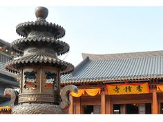 Xiangji Temple, situated on the east bank of the Beijing-Hangzhou Grand Canal, has a long history of over 1000 years. The temple was ruined in war in late Yuan dynasty. Last year, Hangzhou initiated a renovation plan to rebuild the temple.