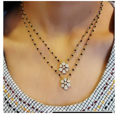 Jewellery Shop Design, Fancy Jewellery, Gold Mangalsutra Designs, Gold Jewelry Simple, Jewelry Patterns, Beaded Jewelry, Pearl Diamond, Jewels, Necklace Designs