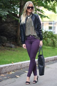 jetzt will ich dunkelviolette jeans . Jeggings Outfit, Lila Jeans Outfit, Lila Outfits, Jeans Outfit Summer, Purple Outfits, Pants Outfit, Casual Outfits, Fashion Outfits, Plum Jeans