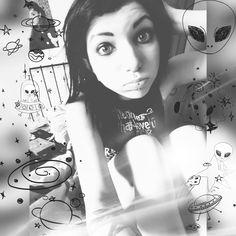 ••Believing the strangest things💚loving the Alien•• #badatbeinghuman👽#goodmorningmotherfuckers#straightoutofspace#lovingthealien#davidbowie#beammeup#needspace#thisworldsucks#antihuman#antihero#toodeadtodie#antinazi#fuckforever#musicismyreligion#wannaleave