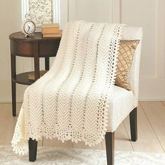 Everyone loves a ripple afghan! Crocheters know that a ripple design works up faster than most other afghan patterns. That's because the zigzag rows are easy to establish and maintain without demandin Crochet Afghans, Crochet Ripple Afghan, Baby Blanket Crochet, Crochet Baby, Knit Crochet, Free Crochet, Crochet Blankets, Baby Afghans, Chunky Crochet