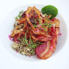 Quinoa&lentille ...un peu plus sexy avec du lard croustillant et des oignons frits ! #menubistronomique #lentille #detox #quinoa #salade #lard #bacon #gourmandcroquant #Food #Foodista #PornFood #Cuisine #Yummy #Cooking