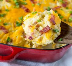 Loaded Twice Baked Potato Casserole – Turn twice baked potatoes into an easy cheesy potato casserole that will be sure to please. Loaded with garlic, cheese, and bacon!Get the recipe. Best Twice Baked Potatoes, Twice Baked Potatoes Casserole, Potatoe Casserole Recipes, Loaded Baked Potatoes, Cheesy Potatoes, Potato Recipes, Bacon Recipes, Roasted Potatoes, Chicken Casserole