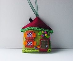itty bitty felt house