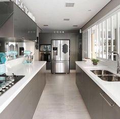 Outro ângulo dessa cozinha maravilhosa By @moniserosaarquitetura  foto @mariana_orsi  #arquitetura #arquiteta #casaluxo#ambientes #kitchen #arquiteturadeinteriores #home #homedecor #homestyle #style #homedesign #instahome #decor #instadesign #instadecor #design #interiordesign #cozinha #decore #decoreseuestilo #designdecor #decoracaodeinteriores #detalhes #decoration #decorando #details #decoração #archdesign #luxury #casachic
