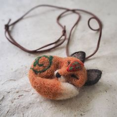 Fox pendant I recently made as a #etsycustomorder 🌿    #needlefelting #felting #felt #etsy #etsyseller #etsysellersofinstagram #revonvilla #artandcrafts #handcraft #fox #naturelover #pendant #huovutus #neulahuovutus #koru #kaulakoru #riipus #luonto #metsä #kettu