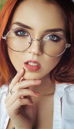 Ekaterina Sherzhukova Gorgeous Redhead, Beautiful Lips, Stunningly Beautiful, Long Auburn Hair, Red Hair Model, Ginger Models, Red Hair Woman, Redhead Girl, Girls With Glasses