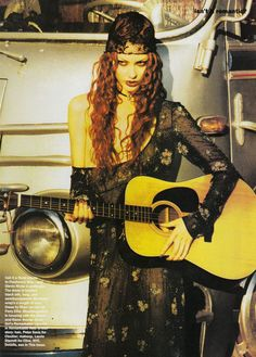 Shalom Harlow's guitar playing. | 51 Reasons Why Supermodels Were Better In The '90s