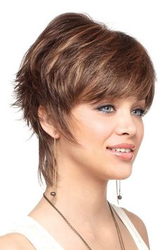 Terrific 19 Breathtaking Short Hairstyles for Long Faces – I Want Them All Pictures Of Short Haircuts, Short Shag Hairstyles, Short Hair Wigs, Trendy Hairstyles, Hairstyle Short, Black Hairstyles, Long Face Shapes, Long Faces, Medium Hair Styles