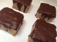 TUC kage med chokoladeovertræk er en af mine favorit opskrifter. Her har du opskriften på verdens bedste TUC kage. Kagen er perfekt med lidt vanilie is