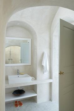 If I want a sink without a cabinet, I *like* this look, with the shelf below it.... A bath in the Katoy house.