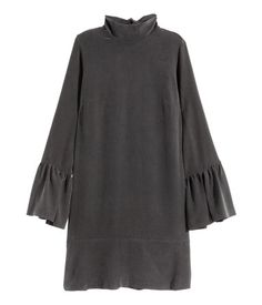PREMIUM QUALITY. Wide dress in washed, lightly crêped mulberry silk with a deep V-neck at the back with covered buttons and loops, a wide band at the neckline that ties at the back, and long sleeves with flounces and covered buttons at the cuffs. Unlined.