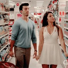 Preppy Jane the Virgin Looks That Will Get You Excited for the Season 2 Premiere