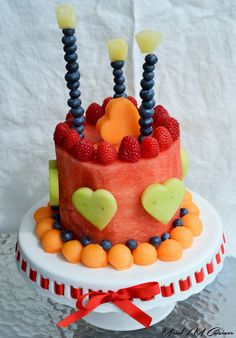 You searched for gâteau aux fruits - Healthy Birthday Cakes, Fruit Birthday Cake, Watermelon Cake Recipe, Amazing Food Creations, Baby Food Recipes, Dessert Recipes, Diy Party Food, Fresh Fruit Cake, Baby Fruit