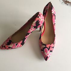 "Banana Republic floral heel Banana Republic pink yellow & black floral pattern 4"" heel, worn once Banana Republic Shoes Heels"