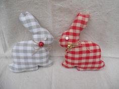 duo de lapins en vichy à poser rouge et taupe : Textiles et tapis par l-atelier-de-rose-cottage