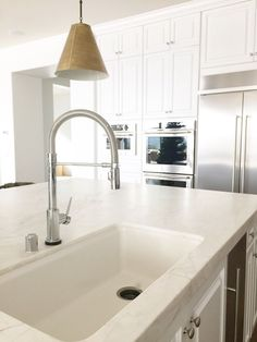 Awesome Kitchen Sink Ideas (Modern, Cool, and Corner Kitchen Sink Design) Under Kitchen Sink Storage, Corner Sink Kitchen, Farmhouse Sink Kitchen, Home Decor Kitchen, Kitchen Sinks, Kitchen Reno, Kitchen Remodeling, Kitchen Countertops, Kitchen Ideas