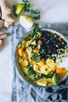 Thai Curry with broccoli and black rice #vegan #detox | TheAwesomegreen.com
