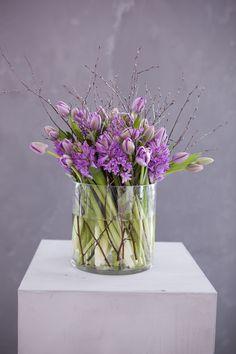 Bjørkekvister er nydelig sammen med f.eks tulipaner og svibel.