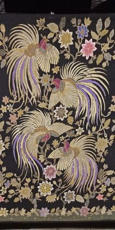 Batik Kebaya, Batik Dress, Textile Patterns, Textiles, Indonesian Art, Batik Art, Batik Pattern, Ikat, Beadwork