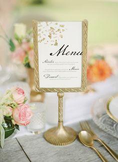 Gold Leaf e do menu do casamento Caligrafia | Peaches & Fotografia Mint | Um casamento Blooming Primavera cheia de luxúrias Flores em Peach e Fresh Green - http://heyweddinglady.com/blooming-spring-wedding-full-of-lush-flowers/