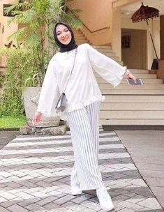 How to Wear a Veil with Unique Stylish Fashion Style Hijab Fashion Summer, Muslim Fashion, Modest Fashion, Fashion Outfits, Modest Outfits, Simple Outfits, Casual Hijab Outfit, Ootd Hijab, Modele Hijab