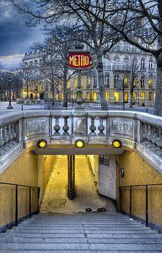 Metro Etoile Champs Elysees (Paris)