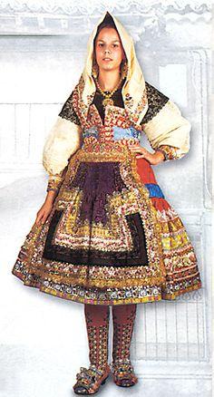 Women's Costume and Embroidery of Lagartera, Province of Toledo, Castile, Spain Man Of La Mancha, Spain Fashion, Scottish Kilts, Japanese Kimono, Costumes For Women, Traditional Dresses, Folklore, Fashion Dresses, Castile Spain