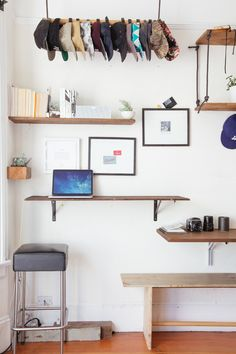 Open shelving home office marvelous white floating desk eclectic home office decorating ideas with wall and Office Shelving, Desk Shelves, Open Shelving, Shelving Ideas, Mesa Home Office, Home Office Desks, Office Decor, Office Sofa, Bedroom Office