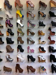shoes shoes shoes... SHOES! *___*