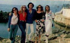 Camilo Sesto y las chicas de su coro.