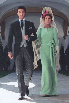 2010 - Rafael de Medina, Duke of Feria and his mother Natividad Abascal in a unique haute couture Valentino sea-foam green silk crepe gown with bateau neckline, sleeve and waist-tie bow; hair styled with a Spanish mantilla peineta. Look Fashion, Womens Fashion, Bridesmaid Dresses, Wedding Dresses, The Dress, Mother Of The Bride, Mother Son, Marie, Bridal