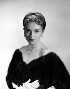Born 1921 in Glasgow, Scottish film, theatre and television actress Deborah Kerr had her first film role in the British production Contraban. Old Hollywood Glamour, Hollywood Actor, Golden Age Of Hollywood, Vintage Hollywood, Hollywood Stars, Hollywood Actresses, Classic Hollywood, Classic Actresses, Female Actresses