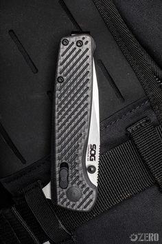 Cool Knives, Knives And Swords, Carbon Fiber Knives, Scottish Plaid, Edc Tools, Pocket Knives, Blade Runner, Folding Knives, Everyday Carry