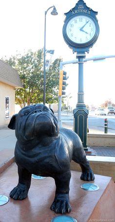#Bulldog statue