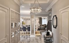 Холл интерьер, входная зона, прихожая интерьер, холл частного дома, дизайн прихожей, интерьер прихожей, интерьерное решение прихожей, английская классика в интерьере, монохромный интерьер, гипсовые карнизы в интерьере,  hall, house hall design, interior hall, серый цвет в интерьере, эксклюзивный интерьер, идея интерьера входной зоны House, Home, Haus, Houses, Homes