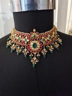 Indian Jewelry Earrings, Indian Jewelry Sets, Trendy Jewelry, Fashion Jewelry, Gold Jewellery Design, Gold Jewelry, Gold Designs, Pearl Set, Gold Necklaces