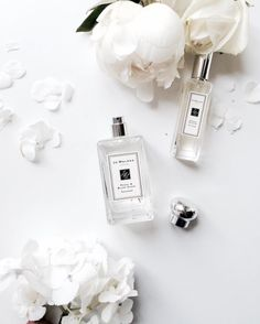 """perfume flatlay Parfüm Flatlay Related posts: just.gil on FLATLAY: """"Wood scents Schönheit Flat Lay Photography, Beauty Photography, Product Photography, Perfume Lady Million, Jo Malone, White Aesthetic, Luxury Beauty, Beauty Buy, Smell Good"""