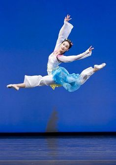 The world's premier classical Chinese dance company, Shen Yun Performing Arts.