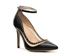 Classic black pump with great details! Levity Kimi Pump