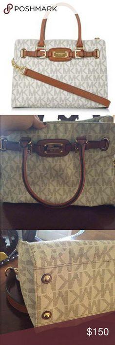 Michael kors logo purse c-9011  like new authentic Excellent condition purse authentic Michael Kors Bags Shoulder Bags