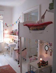 http://kidsmopolitan.com/luces-de-navidad-para-todo-el-ano/ iluminación de navidad en habitación infantil,  literas de niños , kidsmopolitan decoración, niños, bebés, guirnaldas de luz