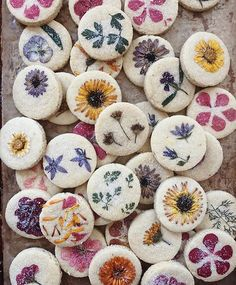 My flower pressed shortbread cookies in all their glory. Many of you ask where I get my edible…