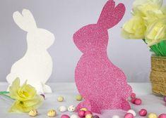 Hasenschablonen in weiß und pink aus Glitzerpapier