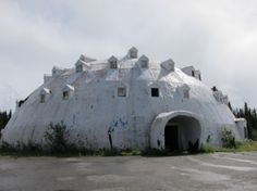 Developed in the 1970s, the massive four-storey Igloo City Hotel in Alaska has changed owners several times. The surreal piece of architecture remains to be fully constructed to this day, but we suspect no one from Cantwell, the nearest town 20 miles away, is complaining